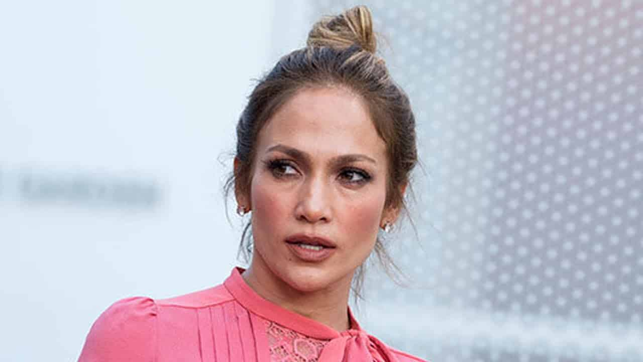 Jennifer Lopez Under Fire For 'All Lives Matter' Tweet 5