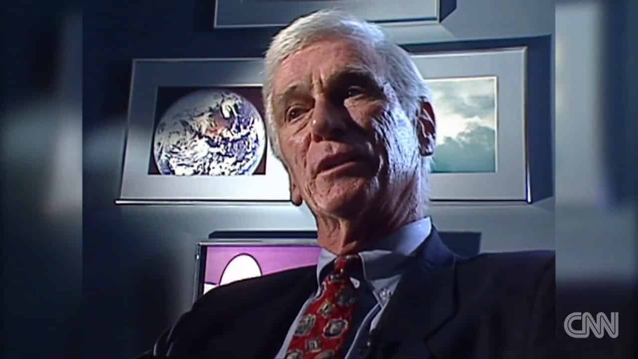 CNN - NEWS - Last man to walk the moon, Gene Cernan, dies 22
